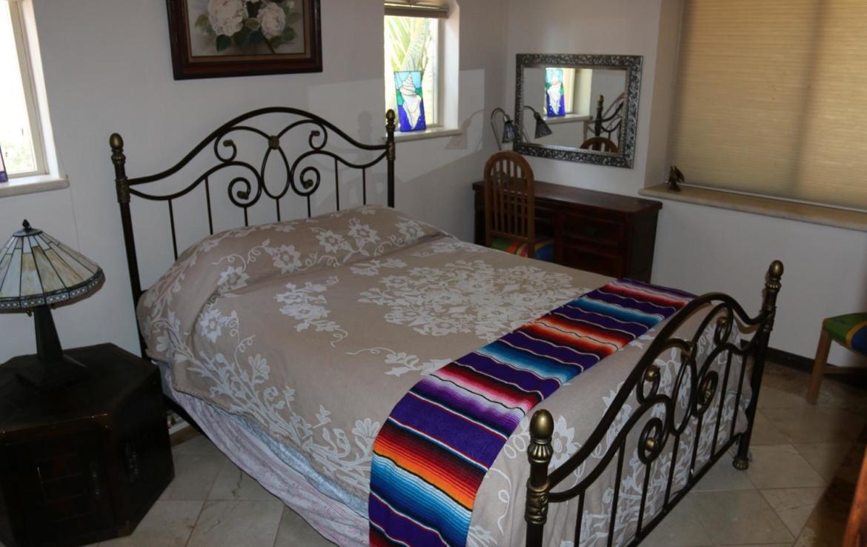 beautiful bedroom 2 homes