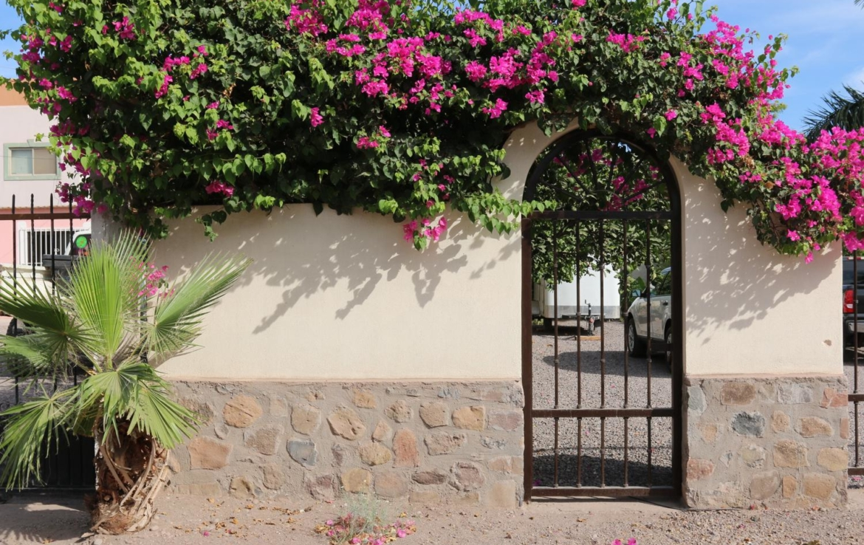 Casa Blanca out side homes loreto