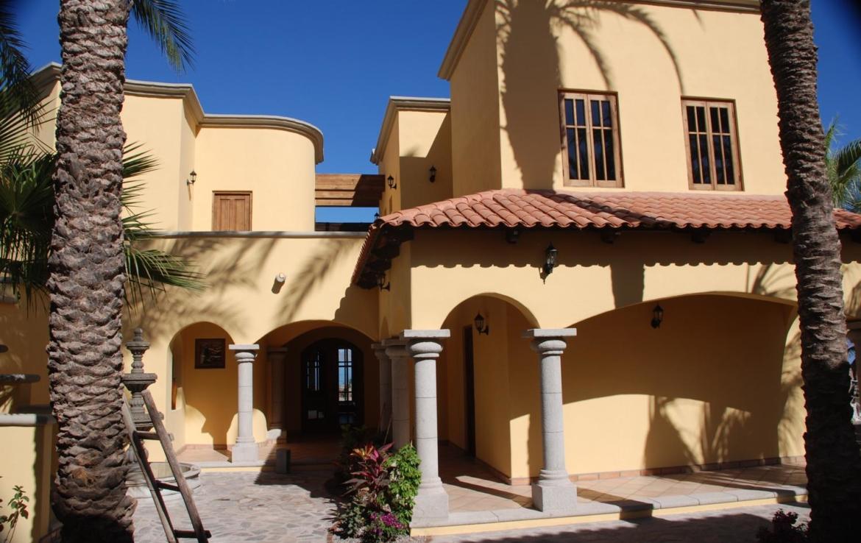 houses in loreto